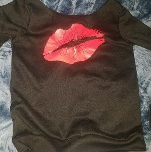 Sweaters - Black sweater with lips